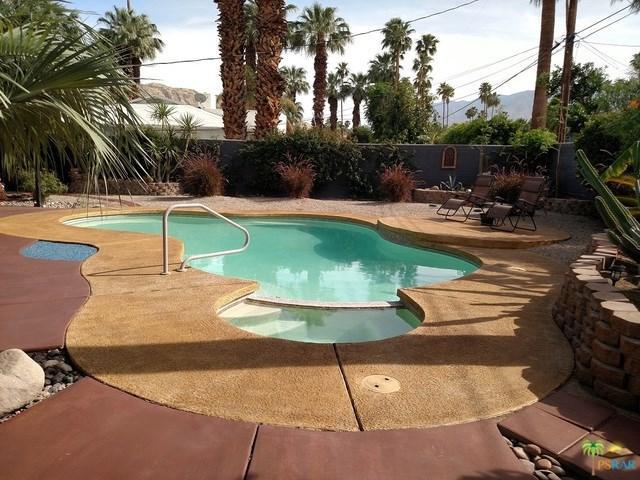 1685 E Avd Olancha, Palm Springs, CA 92264 (#17261980PS) :: Carrington Real Estate Services