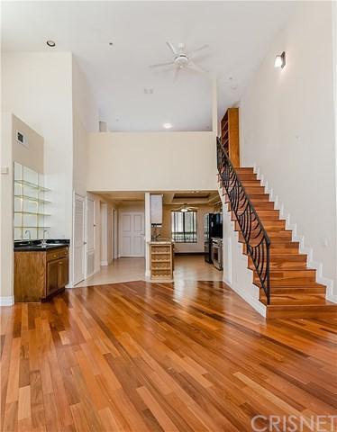 10824 Bloomfield Street #304, Toluca Lake, CA 91602 (#SR17192081) :: The Brad Korb Real Estate Group