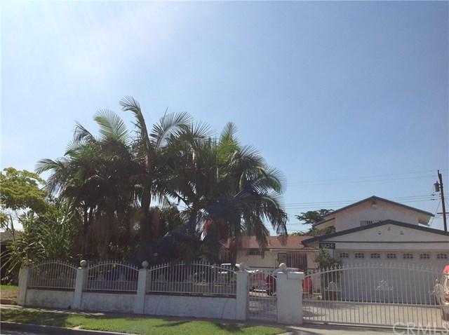2326 W Mark Street, Santa Ana, CA 92703 (#OC17192053) :: RE/MAX New Dimension