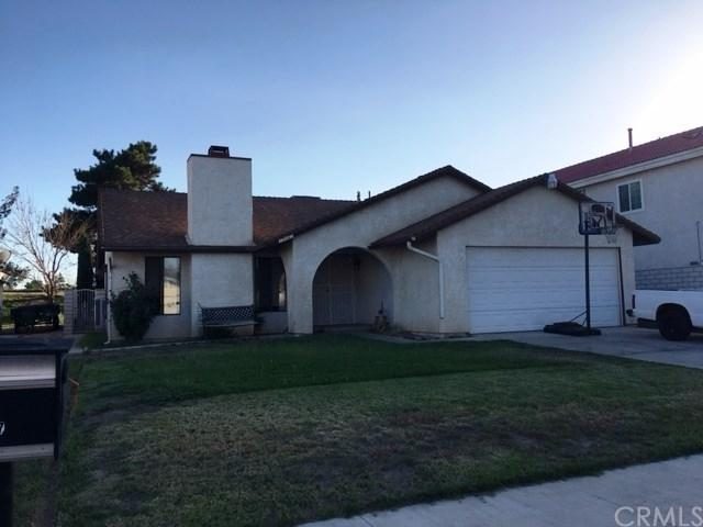 15667 Kingswood Drive, Victorville, CA 92395 (#CV17192347) :: Fred Sed Realty
