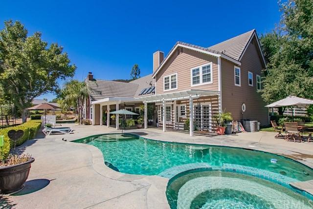 39430 Calle Bandido, Murrieta, CA 92562 (#SW17182818) :: RE/MAX Estate Properties