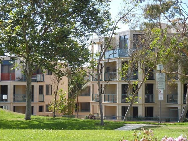 130 The Village #107, Redondo Beach, CA 90277 (#PV17192501) :: RE/MAX Estate Properties