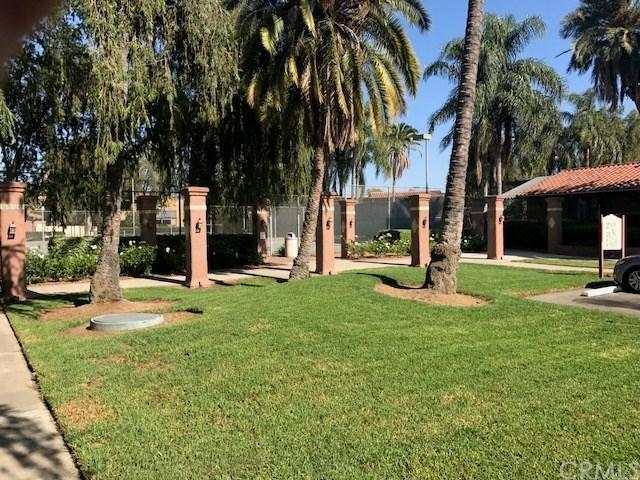 1345 Cabrillo Park Drive S07, Santa Ana, CA 92701 (#OC17192553) :: RE/MAX New Dimension