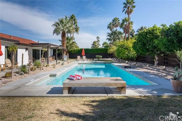 1133 Via Escuela, Palm Springs, CA 92262 (#217022270DA) :: Carrington Real Estate Services