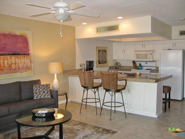 1655 E Palm Canyon Drive #606, Palm Springs, CA 92264 (#17262604PS) :: Carrington Real Estate Services