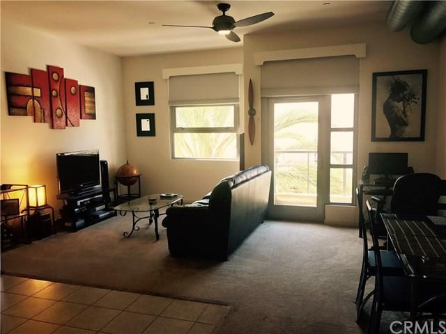 133 The Promenade N #304, Long Beach, CA 90802 (#PW17192829) :: Berkshire Hathaway Home Services California Properties
