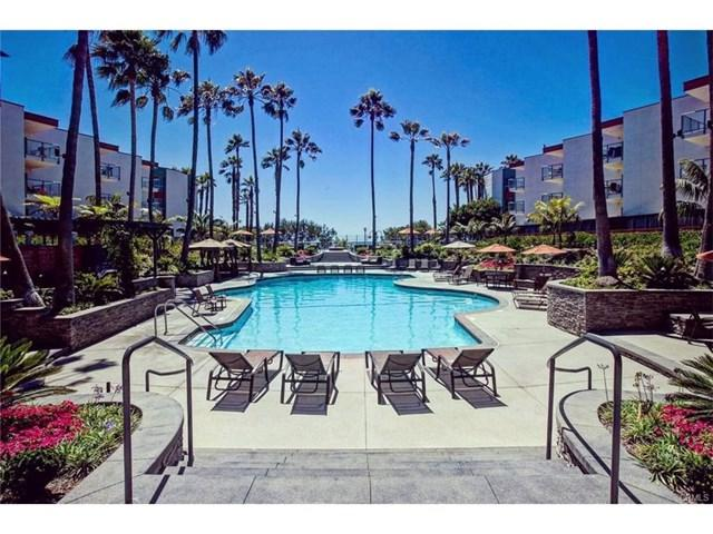 650 The Village #212, Redondo Beach, CA 90277 (#SB17195132) :: Erik Berry & Associates