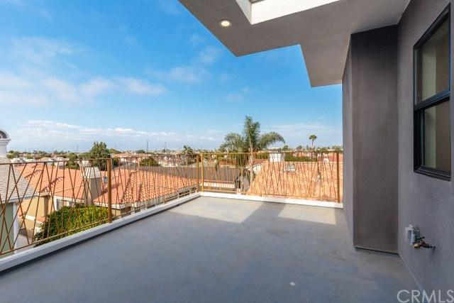2207 Harriman Lane B, Redondo Beach, CA 90278 (#PV17195559) :: Erik Berry & Associates