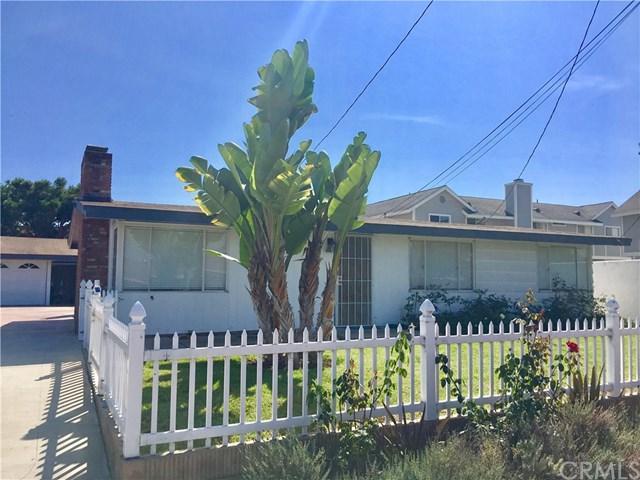 777 West 18th, Costa Mesa, CA 92627 (#NP17215323) :: Carrington Real Estate Services
