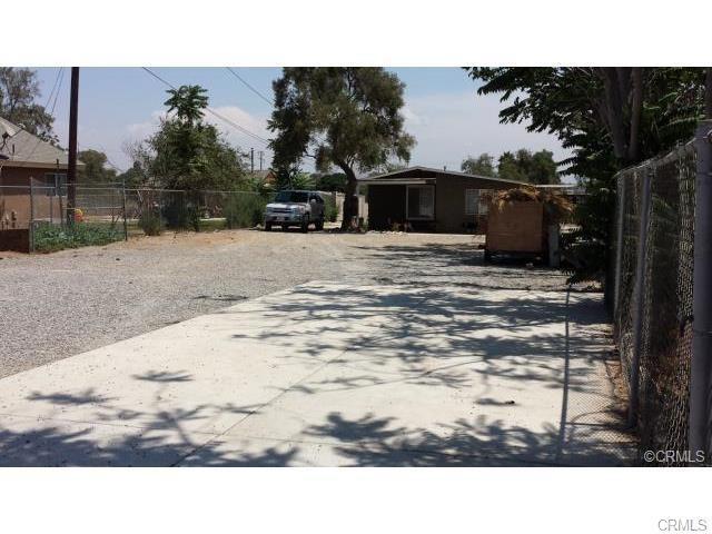 6158 Ridgeview Avenue, Jurupa Valley, CA 91752 (#CV17215694) :: Provident Real Estate