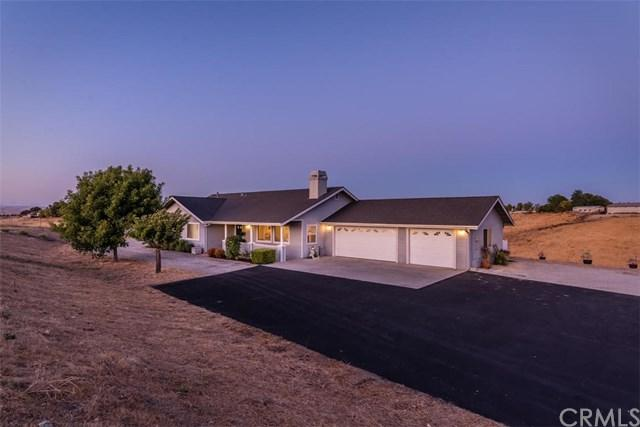 5490 Forked Horn Place, Paso Robles, CA 93446 (#NS17215731) :: Nest Central Coast