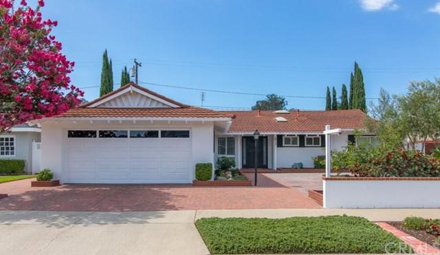 413 E Bay Street, Costa Mesa, CA 92627 (#NP17201259) :: Carrington Real Estate Services