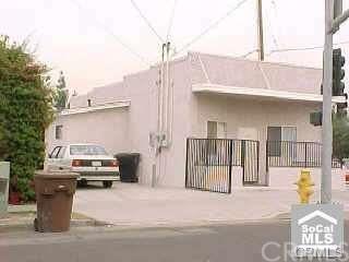 211 W La Jolla Street, Placentia, CA 92870 (#OC17216308) :: The Darryl and JJ Jones Team
