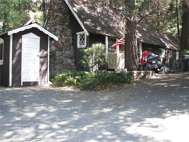23961 Wildwood Lane, Crestline, CA 92325 (#EV17216884) :: Angelique Koster