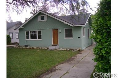 4425 5th Street, Riverside, CA 92501 (#IV17217732) :: The DeBonis Team
