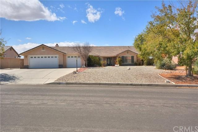 15332 Lookout Road, Apple Valley, CA 92307 (#IV17220679) :: Mainstreet Realtors®