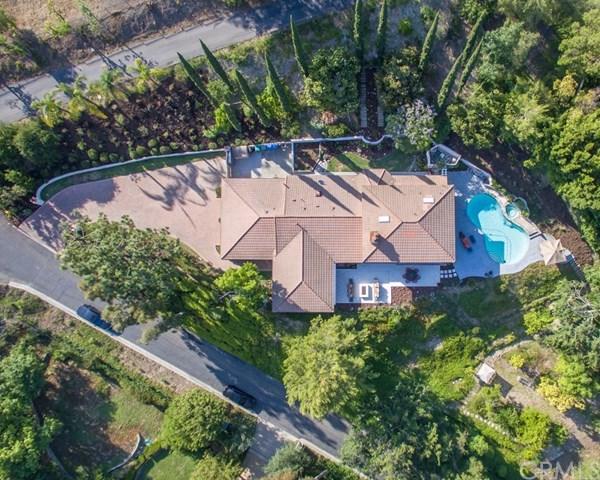 1811 Holly Tree Lane, North Tustin, CA 92705 (#PW17226745) :: Teles Properties | A Douglas Elliman Real Estate Company