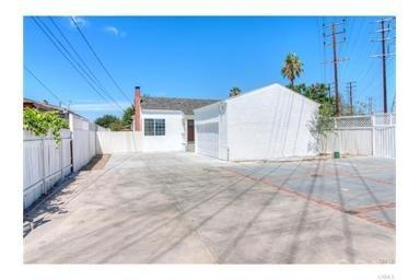 6427 Klump Avenue, Hollywood, CA 91606 (#IG17229435) :: Prime Partners Realty