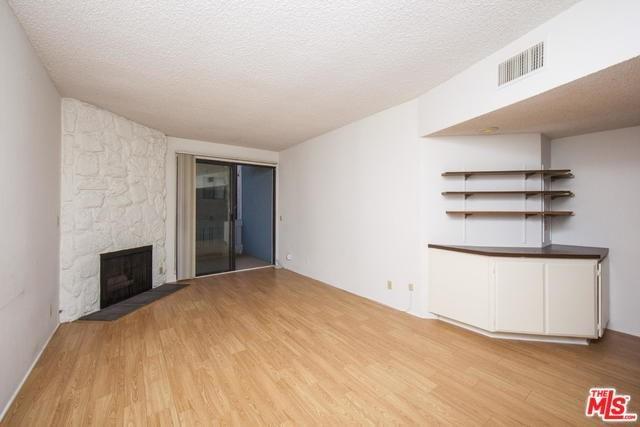 8160 Manitoba Street #109, Playa Del Rey, CA 90293 (#17273478) :: Erik Berry & Associates