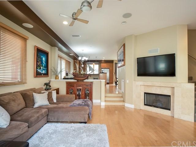 307 Kansas Street D, El Segundo, CA 90245 (#SB17234011) :: Erik Berry & Associates