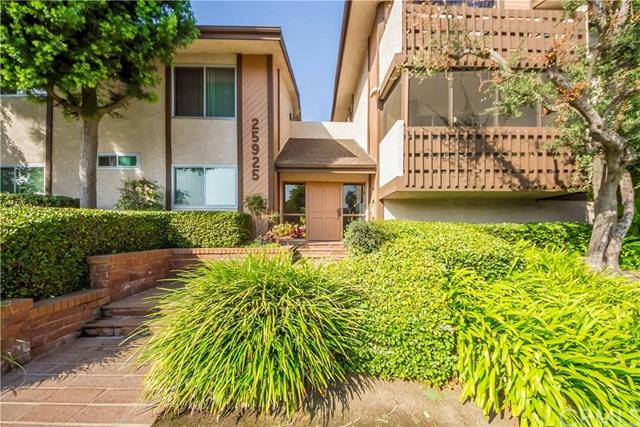 25925 Oak Street #102, Lomita, CA 90717 (#SB17236193) :: Keller Williams Realty, LA Harbor