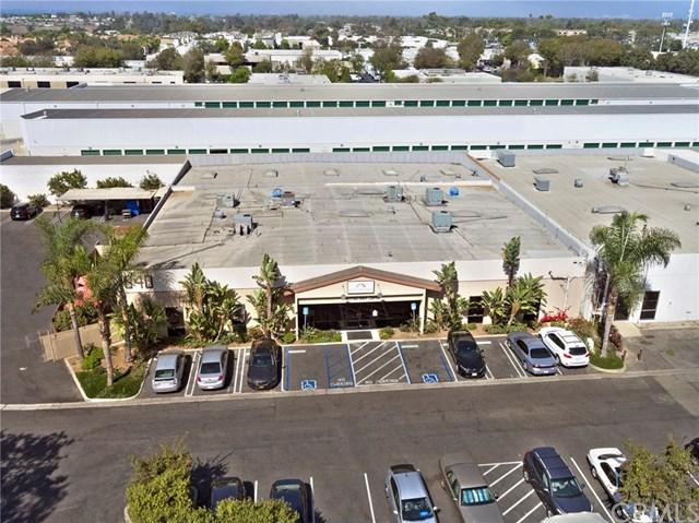 1040 W 17th Street, Costa Mesa, CA 92627 (#NP17234603) :: Fred Sed Group
