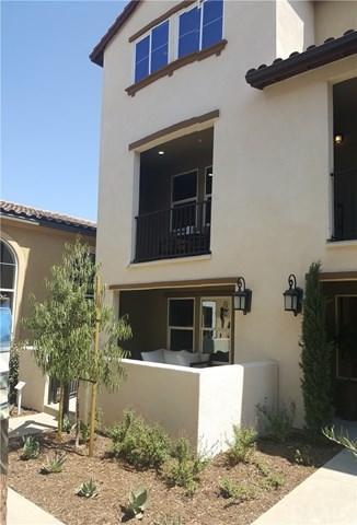 1530 W First Street #22, Santa Ana, CA 92704 (#OC17237026) :: RE/MAX New Dimension