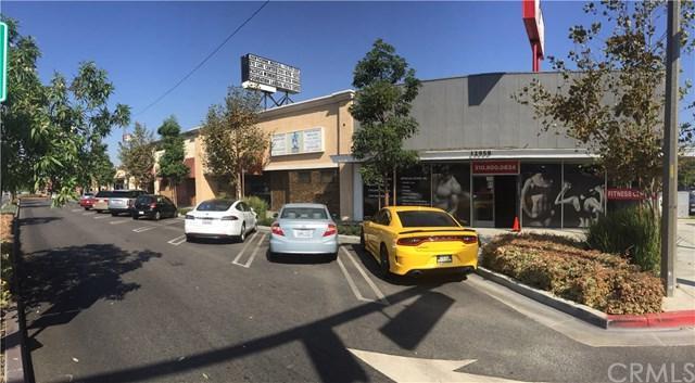 12954 Hawthorne Boulevard, Hawthorne, CA 90250 (#PW17237015) :: Erik Berry & Associates