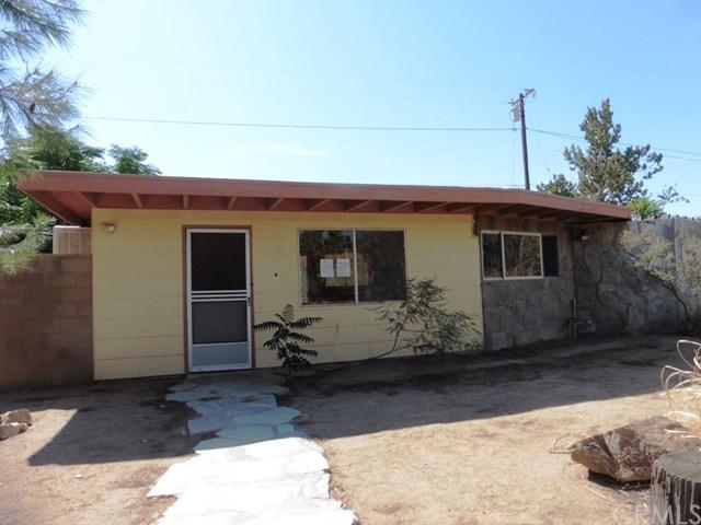 55433 Navajo, Yucca Valley, CA 92284 (#JT17238429) :: The DeBonis Team