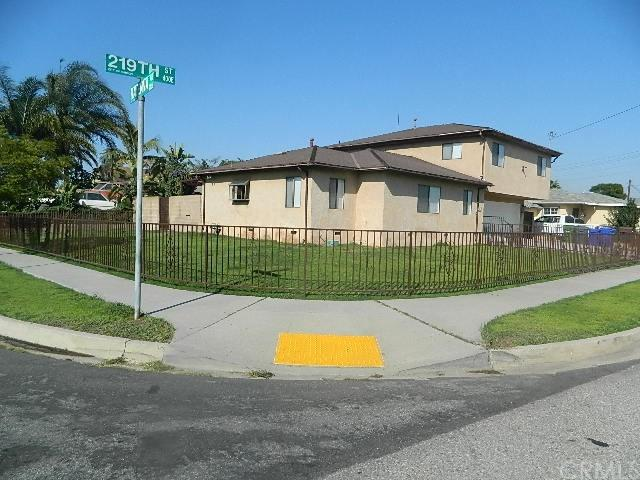445 E 219th Street, Carson, CA 90745 (#SB17238922) :: Kato Group