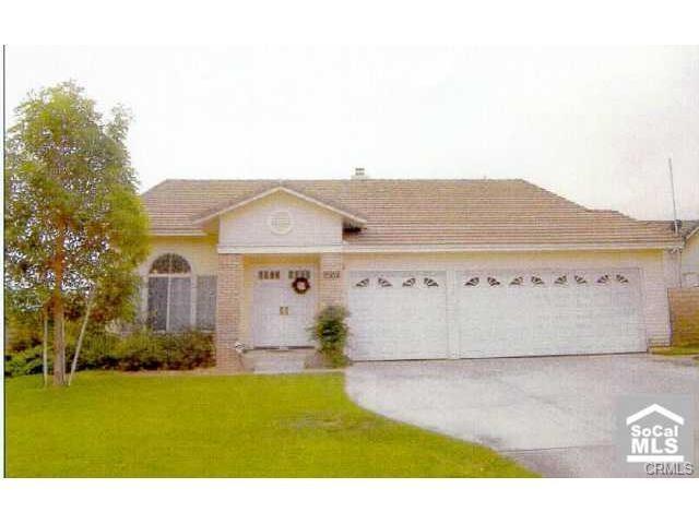 2827 W Windhaven Drive, Rialto, CA 92377 (#IG17239446) :: Mainstreet Realtors®