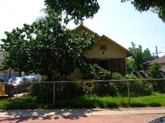 1402 Bowen Street, Upland, CA 91786 (#CV17240063) :: Mainstreet Realtors®