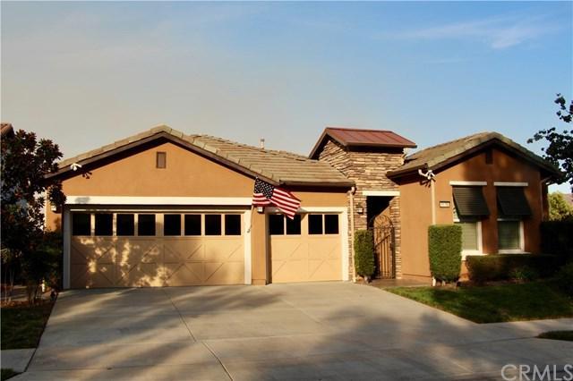 9176 Larkspur Drive, Corona, CA 92883 (#OC17239471) :: Carrington Real Estate Services