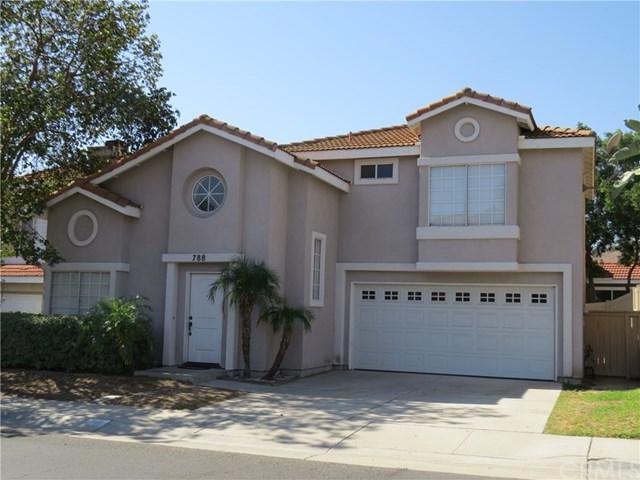 788 Fuchsia Street, Corona, CA 92879 (#PW17229632) :: Carrington Real Estate Services