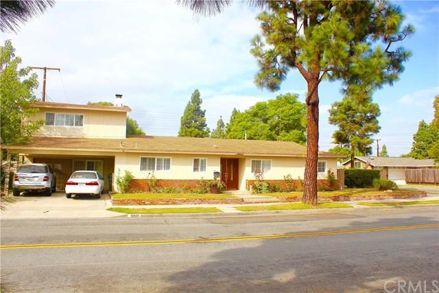 16631 Ross Lane, Huntington Beach, CA 92647 (#OC17240195) :: DiGonzini Real Estate Group