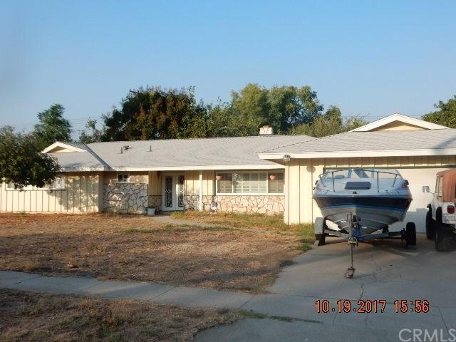 5855 Riverside Avenue, Rialto, CA 92377 (#CV17240694) :: Mainstreet Realtors®