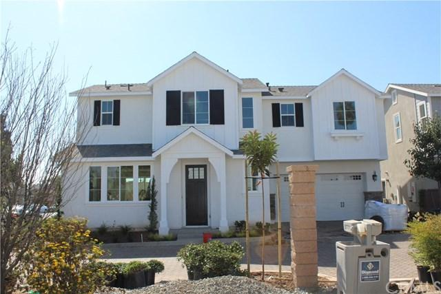 2333 Elden Avenue A, Costa Mesa, CA 92627 (#OC17240784) :: DiGonzini Real Estate Group