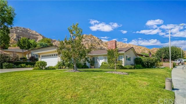 14705 Calla Lily Court, Canyon Country, CA 91387 (#SR17240632) :: The Brad Korb Real Estate Group