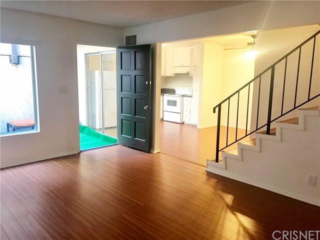 7320 Lennox Avenue I12, Van Nuys, CA 91405 (#SR17240963) :: The Brad Korb Real Estate Group