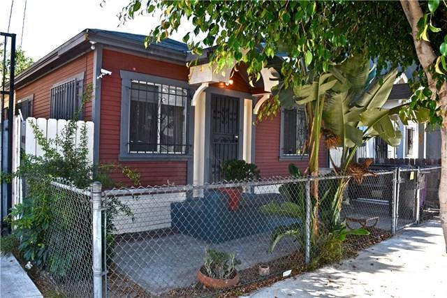 934 N Washington Place, Long Beach, CA 90813 (#DW17241293) :: Kato Group