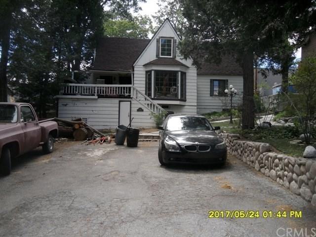 388 Hemlock Drive, Lake Arrowhead, CA 92352 (#CV17241315) :: Angelique Koster