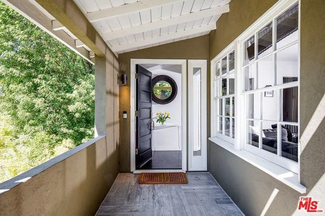 15100 Valley Vista, Sherman Oaks, CA 91403 (#17283138) :: The Brad Korb Real Estate Group