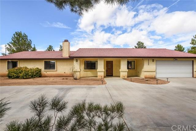 15394 Comanche Road, Apple Valley, CA 92307 (#EV17242624) :: The Brad Korb Real Estate Group