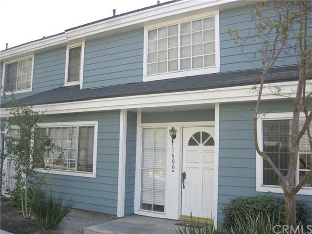 11666 Lakewood Boulevard, Downey, CA 90241 (#OC17257541) :: Kato Group
