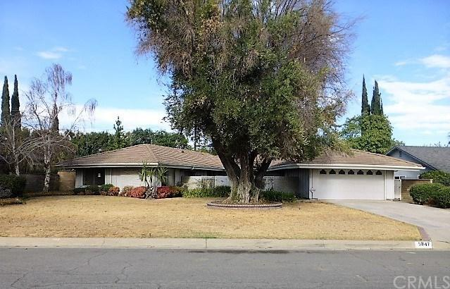 5847 Magnolia Avenue, Rialto, CA 92377 (#CV17259171) :: Mainstreet Realtors®