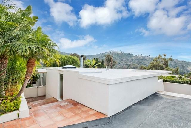1035 Dyer Place, Laguna Beach, CA 92651 (#LG17259576) :: Doherty Real Estate Group