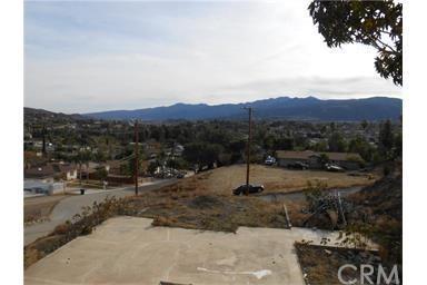7740 Lagos Lane, Corona, CA 92881 (#PW17259659) :: Provident Real Estate