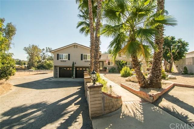 2749 E Mission Road, Fallbrook, CA 92028 (#SW17260581) :: Dan Marconi's Real Estate Group