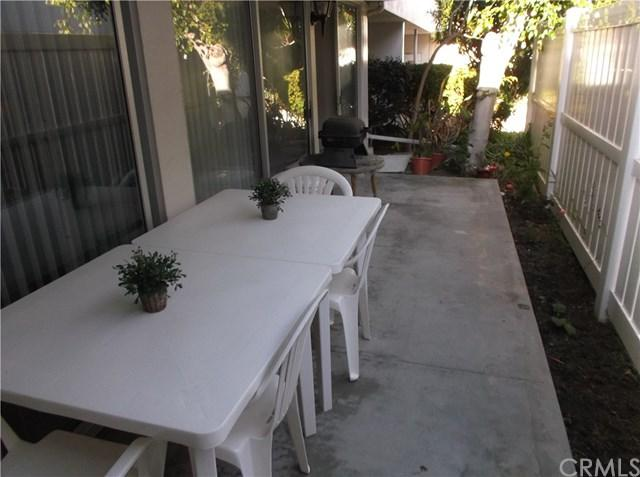 2940 W Carson Street #113, Torrance, CA 90503 (#IN17260836) :: RE/MAX Estate Properties