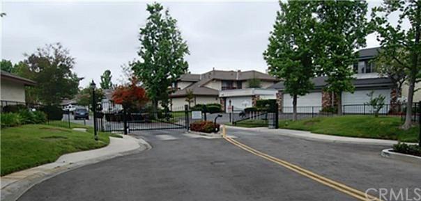 25062 Silverleaf Lane #40, Laguna Hills, CA 92653 (#PW17261230) :: Doherty Real Estate Group